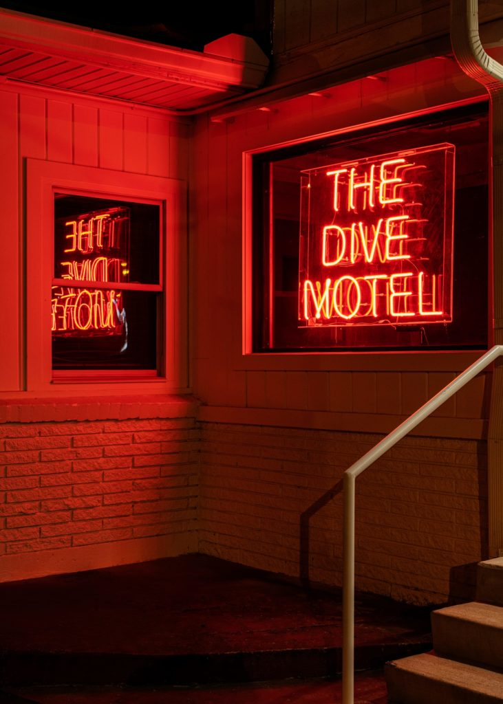 Dive Motel Bar 15 1